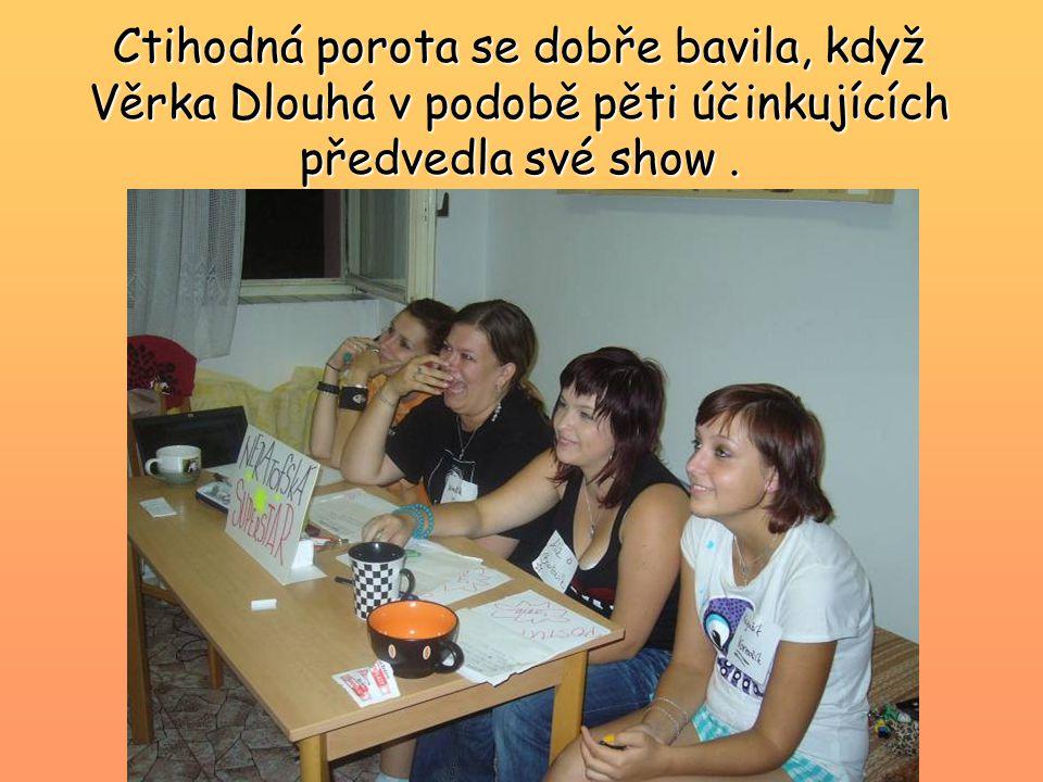 Ctihodná porota se dobře bavila, když Věrka Dlouhá v podobě pěti účinkujících předvedla své show.