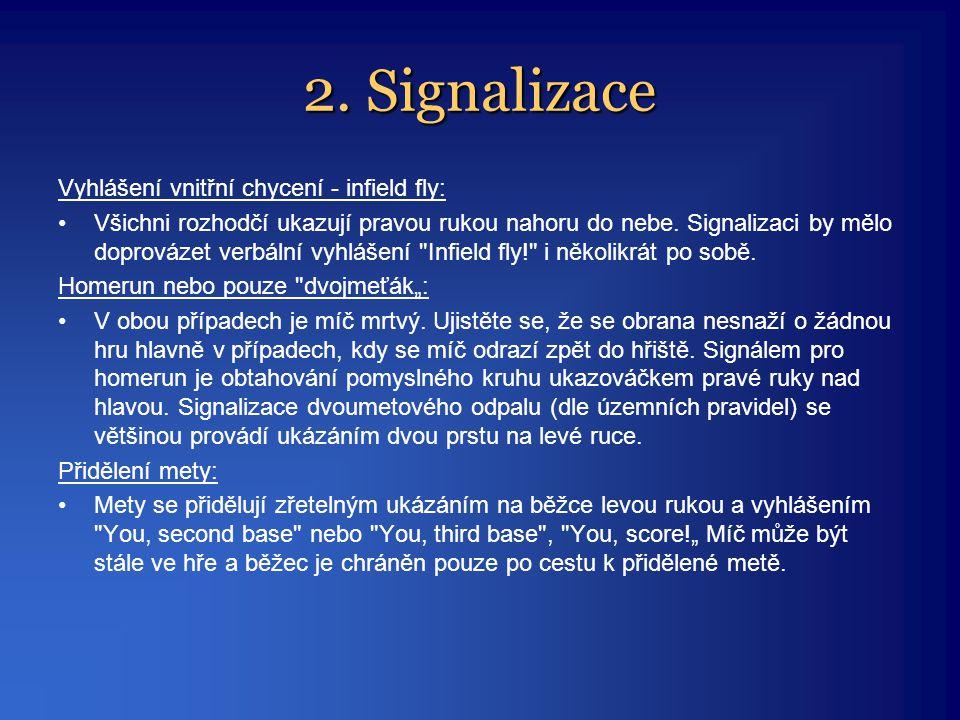 2. Signalizace Vyhlášení vnitřní chycení - infield fly: •Všichni rozhodčí ukazují pravou rukou nahoru do nebe. Signalizaci by mělo doprovázet verbální