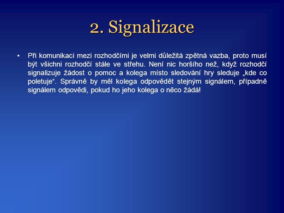 2. Signalizace •Při komunikaci mezi rozhodčími je velmi důležitá zpětná vazba, proto musí být všichni rozhodčí stále ve střehu. Není nic horšího než,