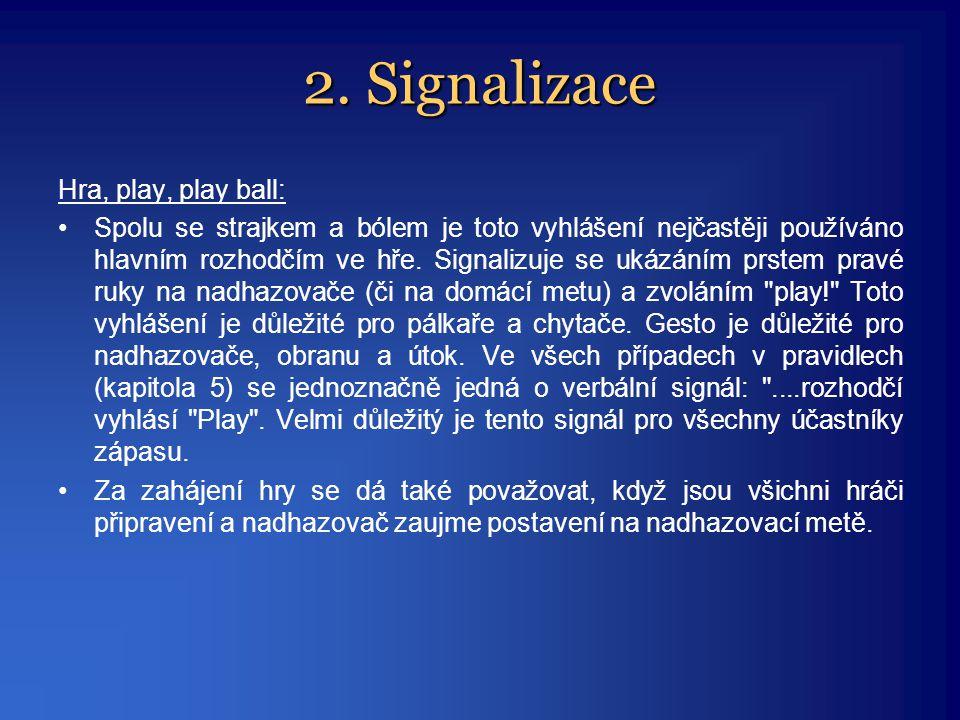 Hra, play, play ball: •Spolu se strajkem a bólem je toto vyhlášení nejčastěji používáno hlavním rozhodčím ve hře. Signalizuje se ukázáním prstem pravé