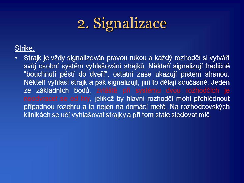 2. Signalizace Strike: •Strajk je vždy signalizován pravou rukou a každý rozhodčí si vytváří svůj osobní systém vyhlašování strajků. Někteří signalizu