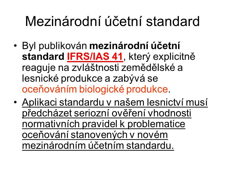 Mezinárodní účetní standard •Byl publikován mezinárodní účetní standard IFRS/IAS 41, který explicitně reaguje na zvláštnosti zemědělské a lesnické produkce a zabývá se oceňováním biologické produkce.
