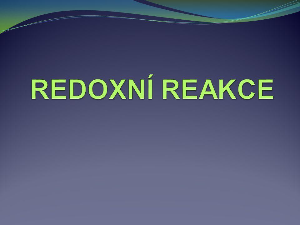 Redoxní reakce Redoxní reakce jsou reakce, při nichž dochází ke změnám oxidačních čísel některých atomů.