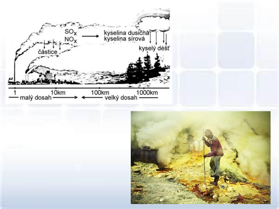 •Výskyt: vyrábí se ve vápenkách, pálením vápence v pecích za vysoké teploty CaCO 3 CaO + CO 2 •Vlastnosti: je to bílá pevná látka, silná žíravina, leptá pokožku •Využití: používá se jako pálené vápno ve stavebnictví, je součástí cementu, jeho reakcí s vodou vzniká hašené vápno, které má dezinfekční účinky – bílení, v zemědělství odstraňuje překyselenost půdy Oxid vápenatý
