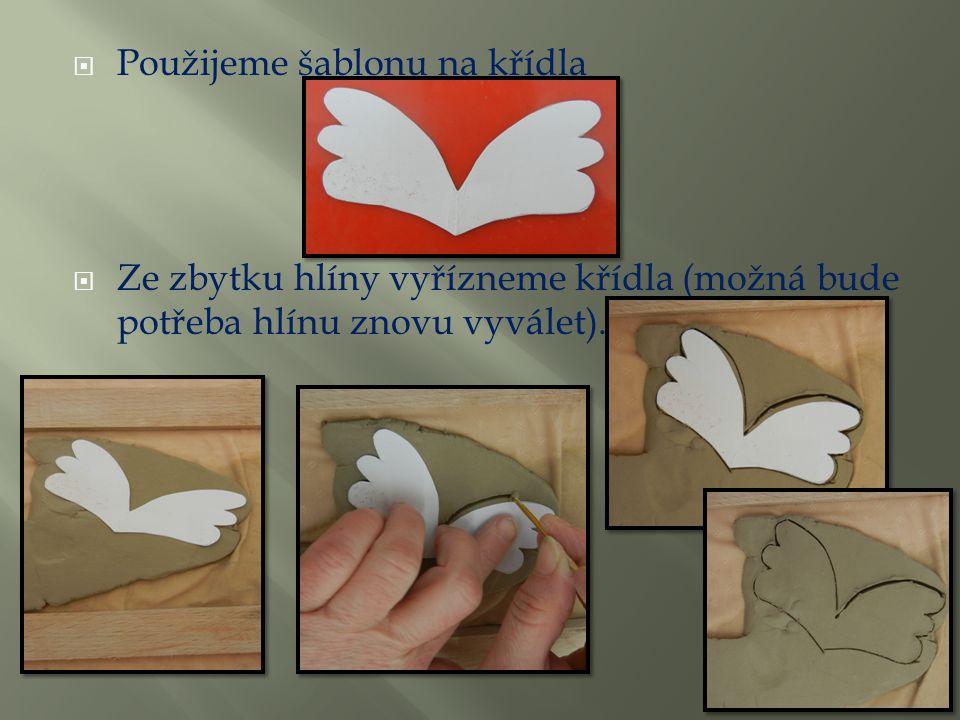  Použijeme šablonu na křídla  Ze zbytku hlíny vyřízneme křídla (možná bude potřeba hlínu znovu vyválet).