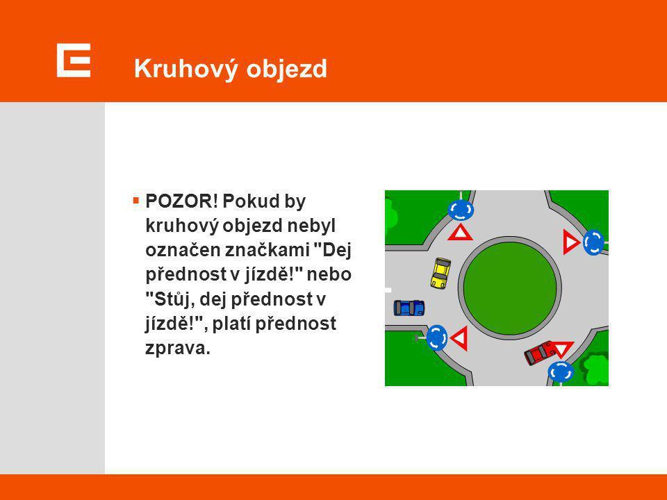 Znamení na kruhovém objezdu (§ 30)  Při vjíždění na kruhový objezd řidič znamení o změně směru jízdy nedává.