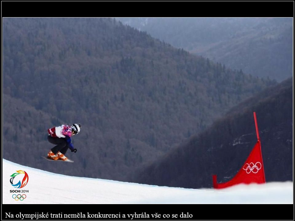 Šťastná vítězka zabalená do české vlajky po svém olympijském triumfu