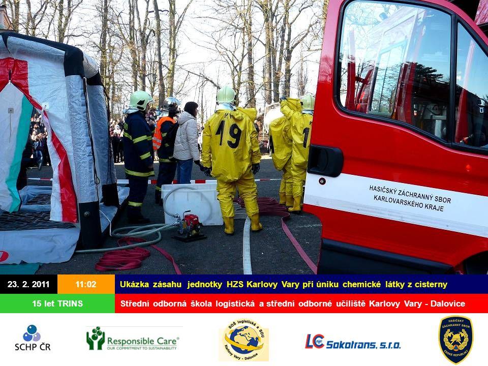 23. 2. 2011 15 let TRINS Ukázka zásahu jednotky HZS Karlovy Vary při úniku chemické látky z cisterny Střední odborná škola logistická a střední odborn
