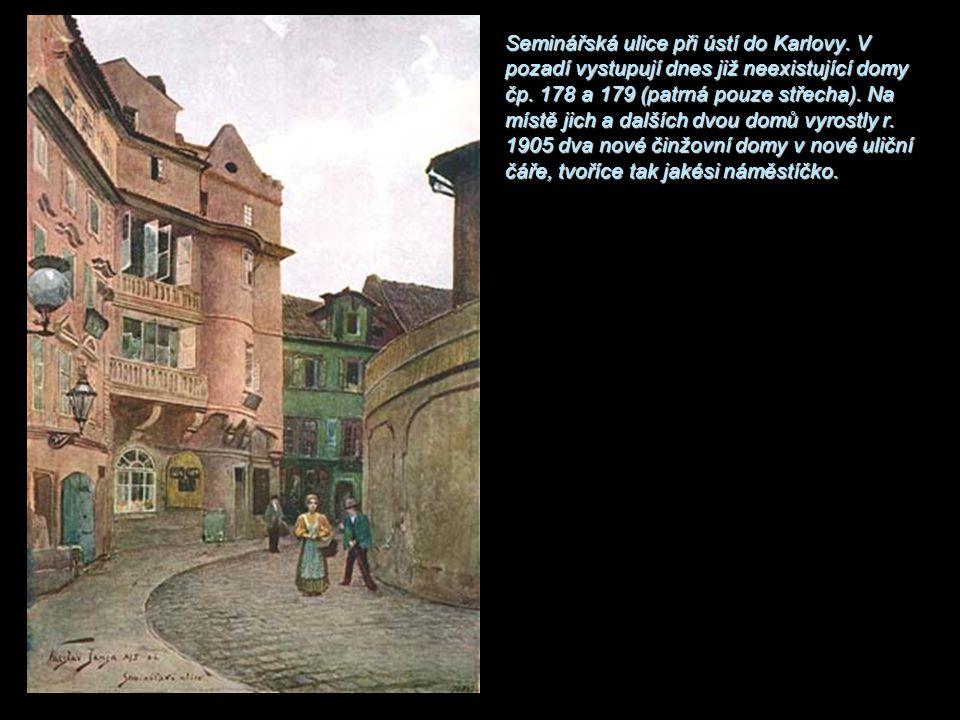 Seminářská ulice při ústí do Karlovy. V pozadí vystupují dnes již neexistující domy čp. 178 a 179 (patrná pouze střecha). Na místě jich a dalších dvou
