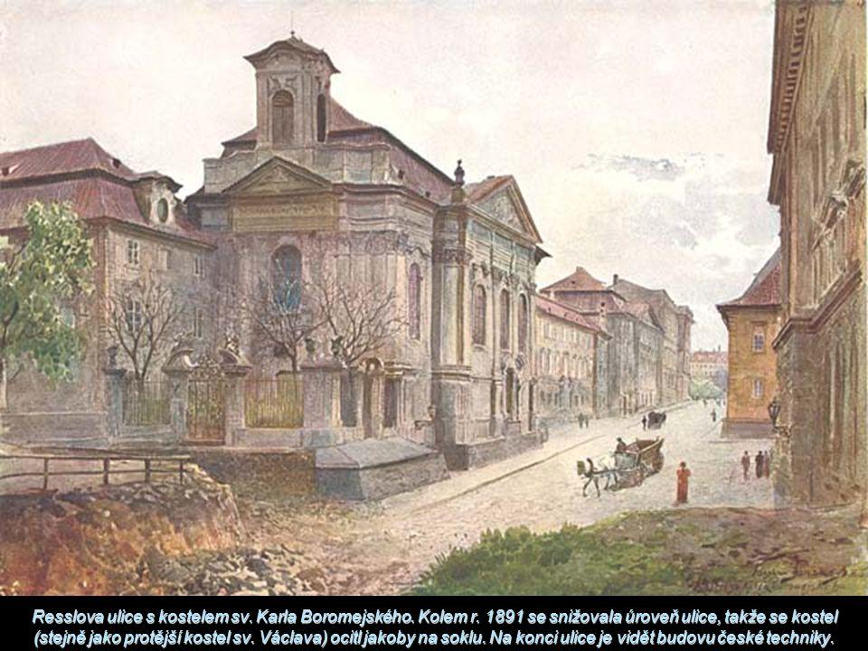 Resslova ulice s kostelem sv. Karla Boromejského. Kolem r. 1891 se snižovala úroveň ulice, takže se kostel (stejně jako protější kostel sv. Václava) o