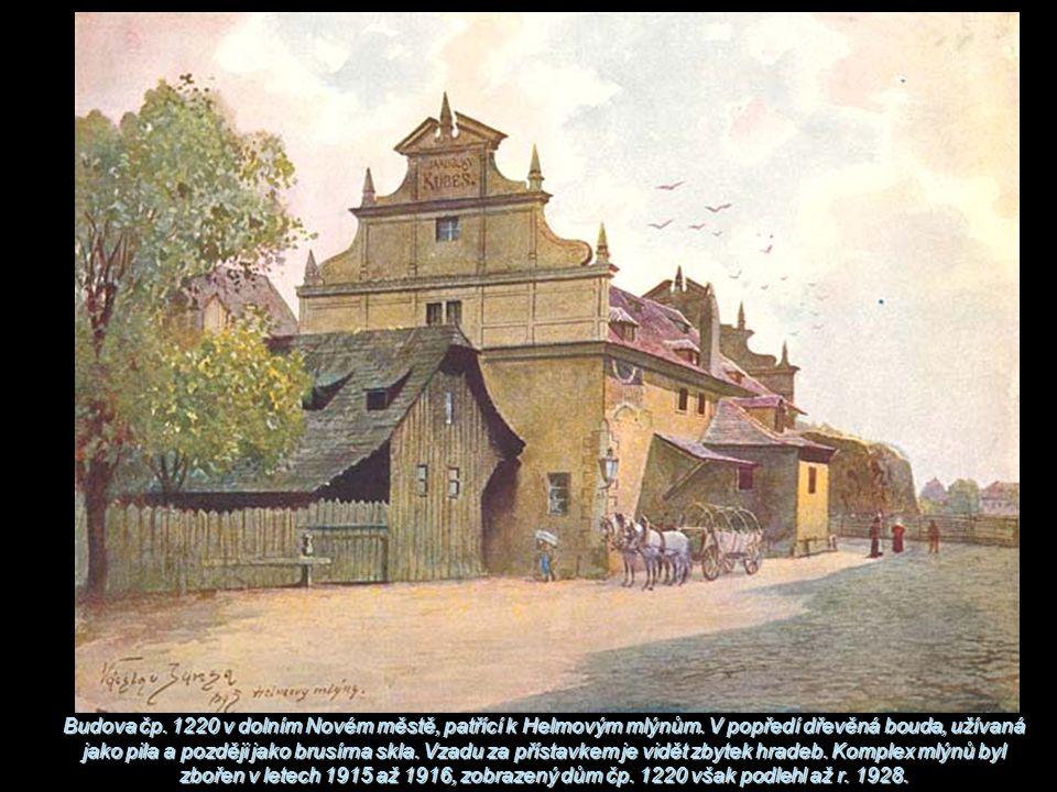 Budova čp. 1220 v dolním Novém městě, patřící k Helmovým mlýnům. V popředí dřevěná bouda, užívaná jako pila a později jako brusírna skla. Vzadu za pří