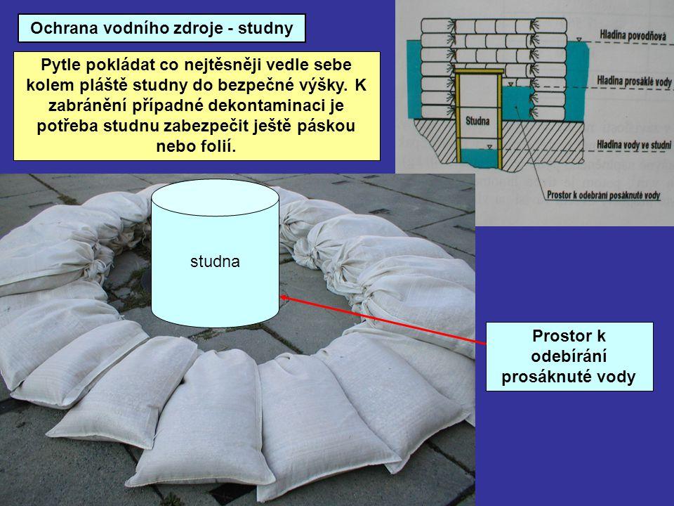 Ochrana vodního zdroje - studny Pytle pokládat co nejtěsněji vedle sebe kolem pláště studny do bezpečné výšky. K zabránění případné dekontaminaci je p