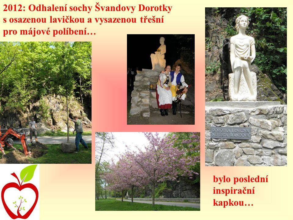 2012: Odhalení sochy Švandovy Dorotky s osazenou lavičkou a vysazenou třešní pro májové políbení… bylo poslední inspirační kapkou…