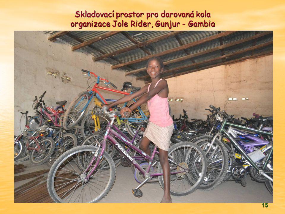 15 Skladovací prostor pro darovaná kola organizace Jole Rider, Gunjur - Gambia