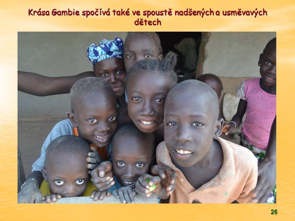 26 Krása Gambie spočívá také ve spoustě nadšených a usměvavých dětech
