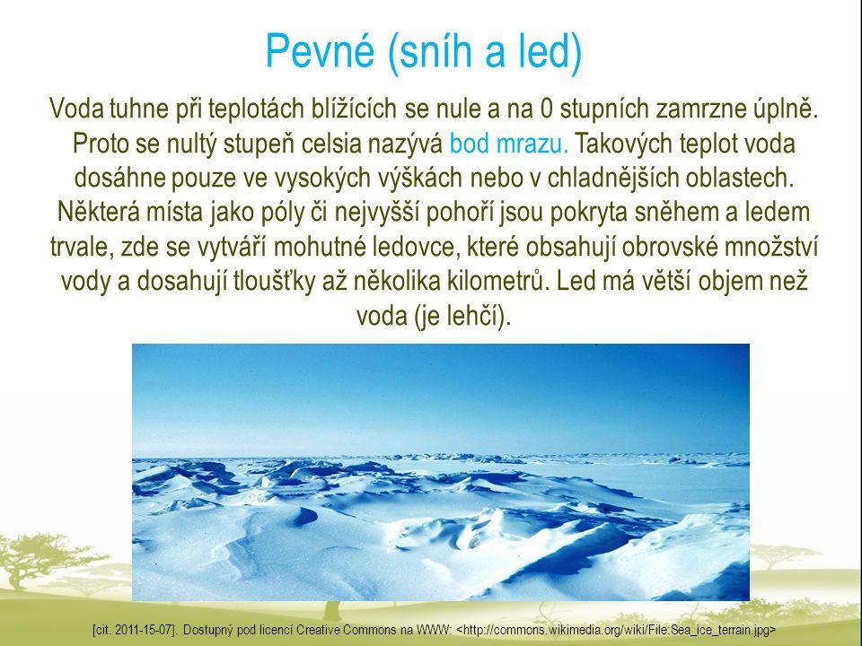 Pevné (sníh a led) Voda tuhne při teplotách blížících se nule a na 0 stupních zamrzne úplně. Proto se nultý stupeň celsia nazývá bod mrazu. Takových t