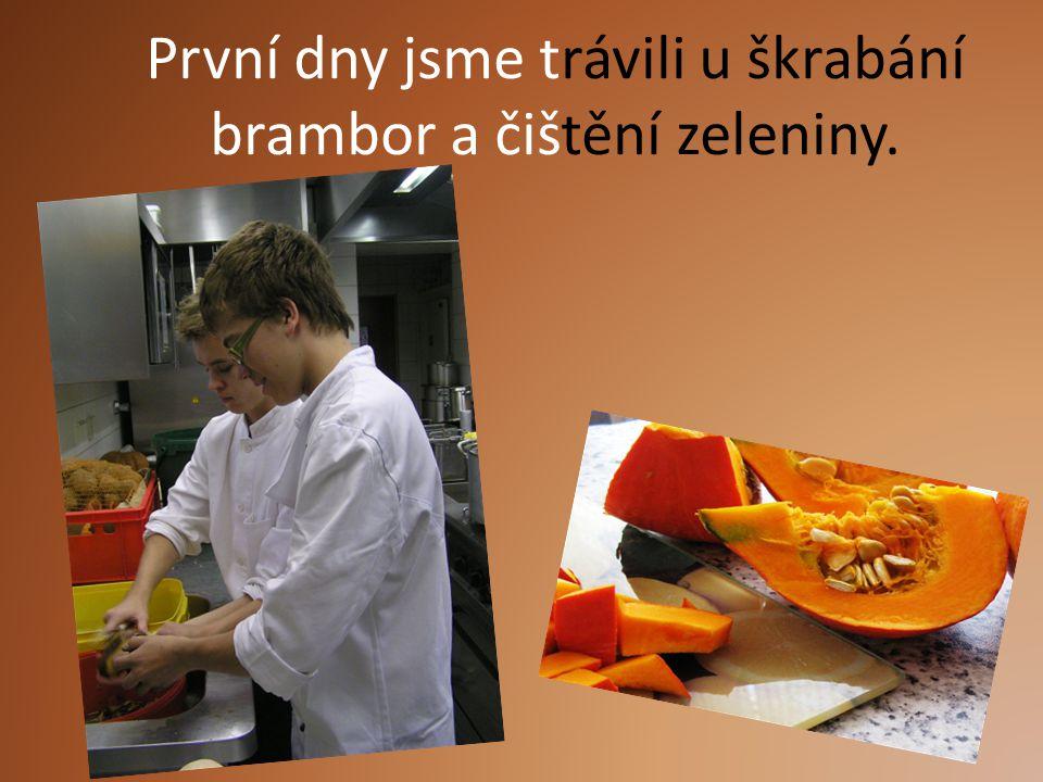 První dny jsme trávili u škrabání brambor a čištění zeleniny.