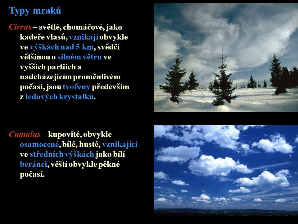 Typy mraků Cirrus – světlé, chomáčové, jako kadeře vlasů, vznikají obvykle ve výškách nad 5 km, svědčí většinou o silném větru ve vyšších partiích a n