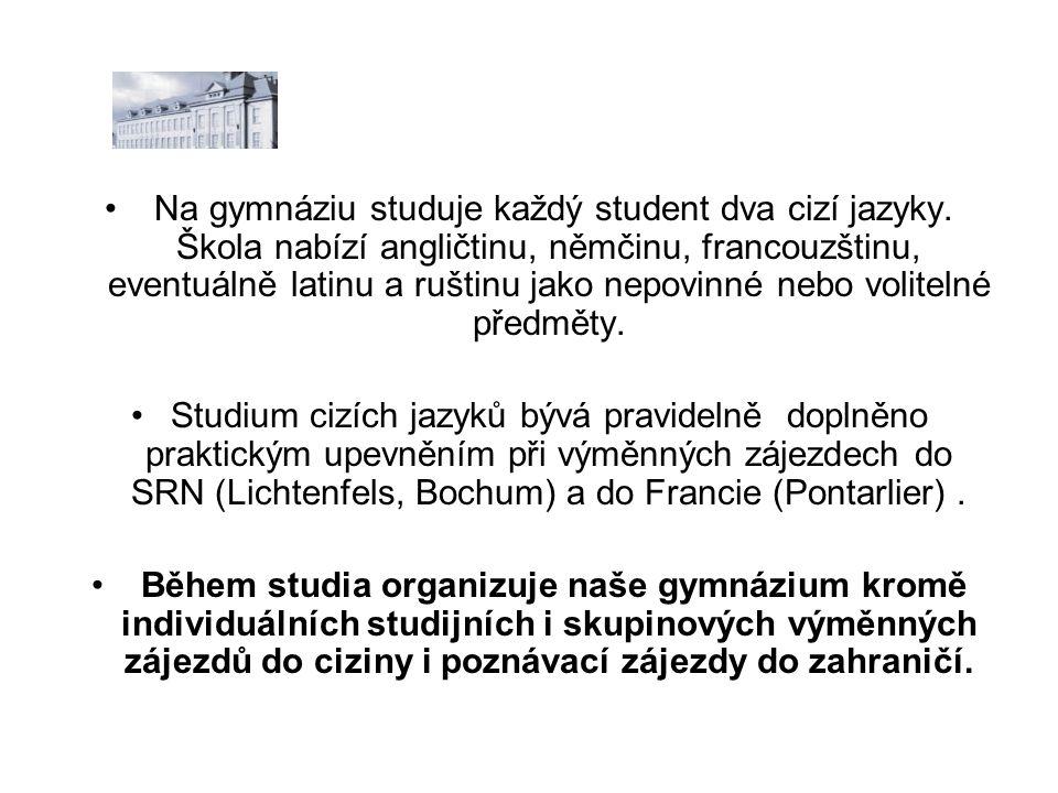• Na gymnáziu studuje každý student dva cizí jazyky.