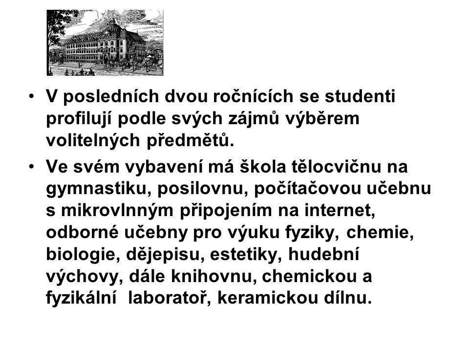 • Studenti se mohou zapojit do činnosti pěveckého sboru Vox Bohemica nebo Klubu mladých diváků.