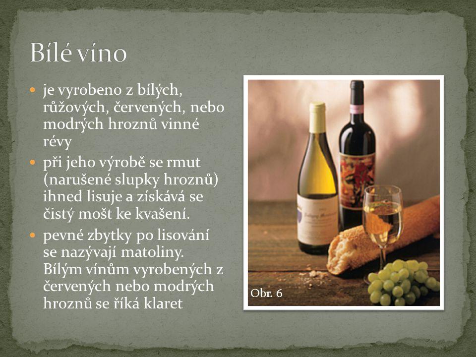  vyrobené pouze z modrých hroznů, a to nakvášením nebo jejich tepelným zpracováním  při jeho výrobě se rmut nechá několik dní kvasit  slupky tak zůstávají v kontaktu s kvasící šťávou a kvašení probíhá delší dobu a za vyšší teploty než u bílého vína  v červeném vínu jsou tak ve vyšší míře třísloviny a také léčivá látka resveratrol (ze slupek i z jadérek), který se vyskytuje i v bílém víně.