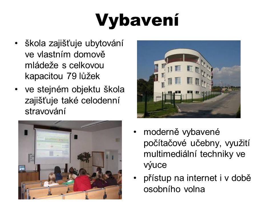 Vybavení •moderně vybavené počítačové učebny, využití multimediální techniky ve výuce •přístup na internet i v době osobního volna •škola zajišťuje ub