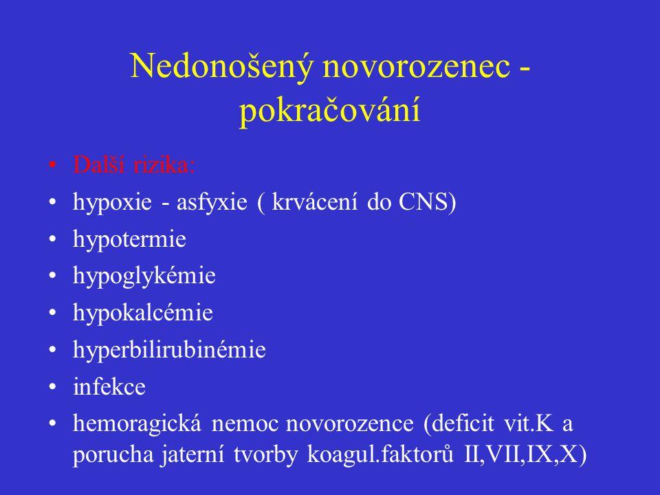 Nedonošený novorozenec - pokračování •Další rizika: •hypoxie - asfyxie ( krvácení do CNS) •hypotermie •hypoglykémie •hypokalcémie •hyperbilirubinémie