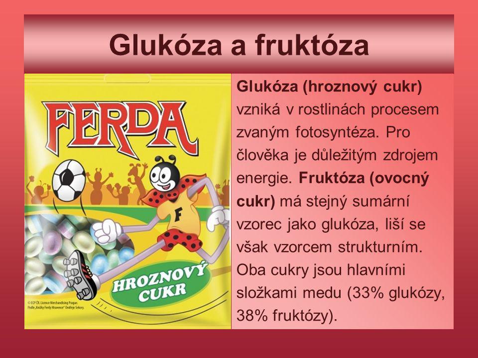Glukóza a fruktóza Glukóza (hroznový cukr) vzniká v rostlinách procesem zvaným fotosyntéza. Pro člověka je důležitým zdrojem energie. Fruktóza (ovocný
