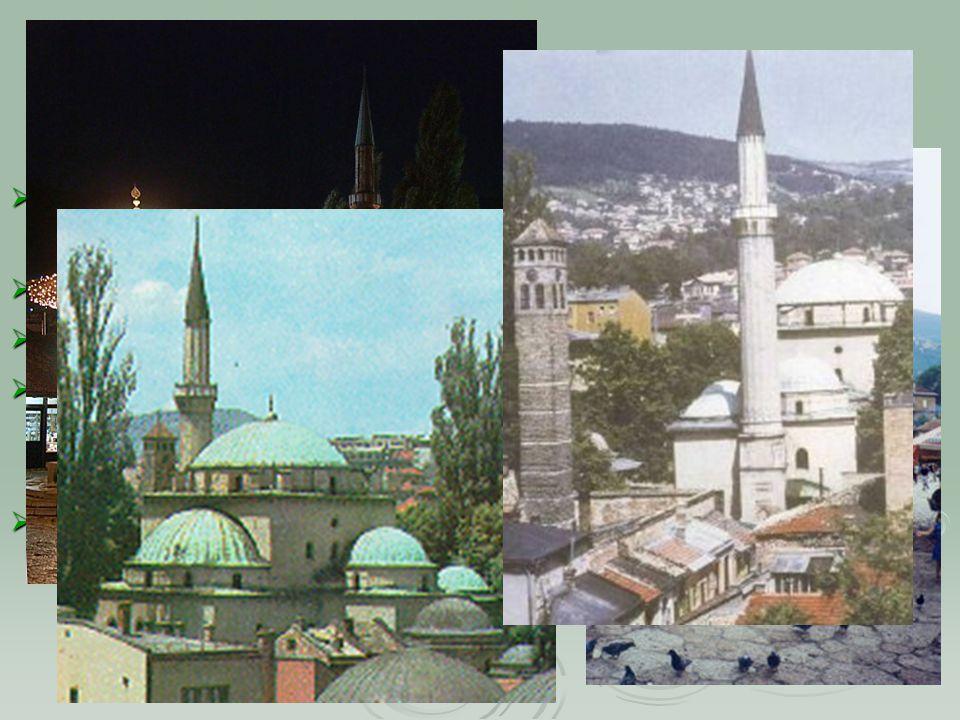 Sarajevo/Сарајево/ساراييفو/סאראייבו  Počet obyvatel (2002): 297 399, aglomerace přes 400 000  Rozloha: 142 km²  Hustota osídlení (2002): 2 094 obyvatel/km²  Politický status: Město je rozděleno na dvě části; Sarajevo připadající Federaci BaH a Sarajevo pod správou Republiky srbské  Památky:  Baščaršija  Gazi Husrev-begova džamija
