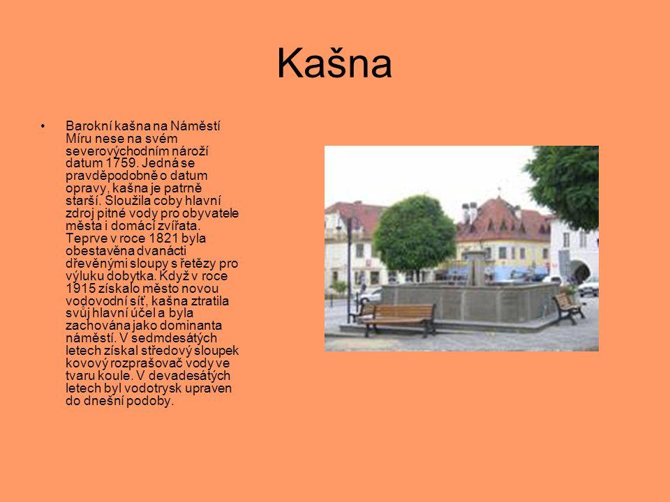 Kašna •Barokní kašna na Náměstí Míru nese na svém severovýchodním nároží datum 1759. Jedná se pravděpodobně o datum opravy, kašna je patrně starší. Sl