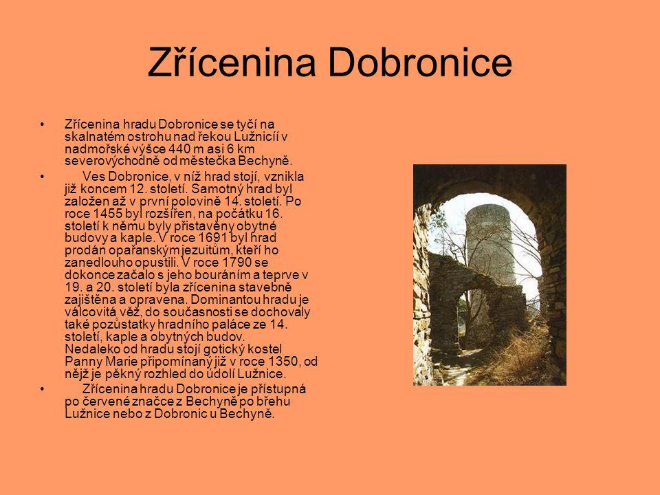 Zřícenina Dobronice •Zřícenina hradu Dobronice se tyčí na skalnatém ostrohu nad řekou Lužnicíí v nadmořské výšce 440 m asi 6 km severovýchodně od měst