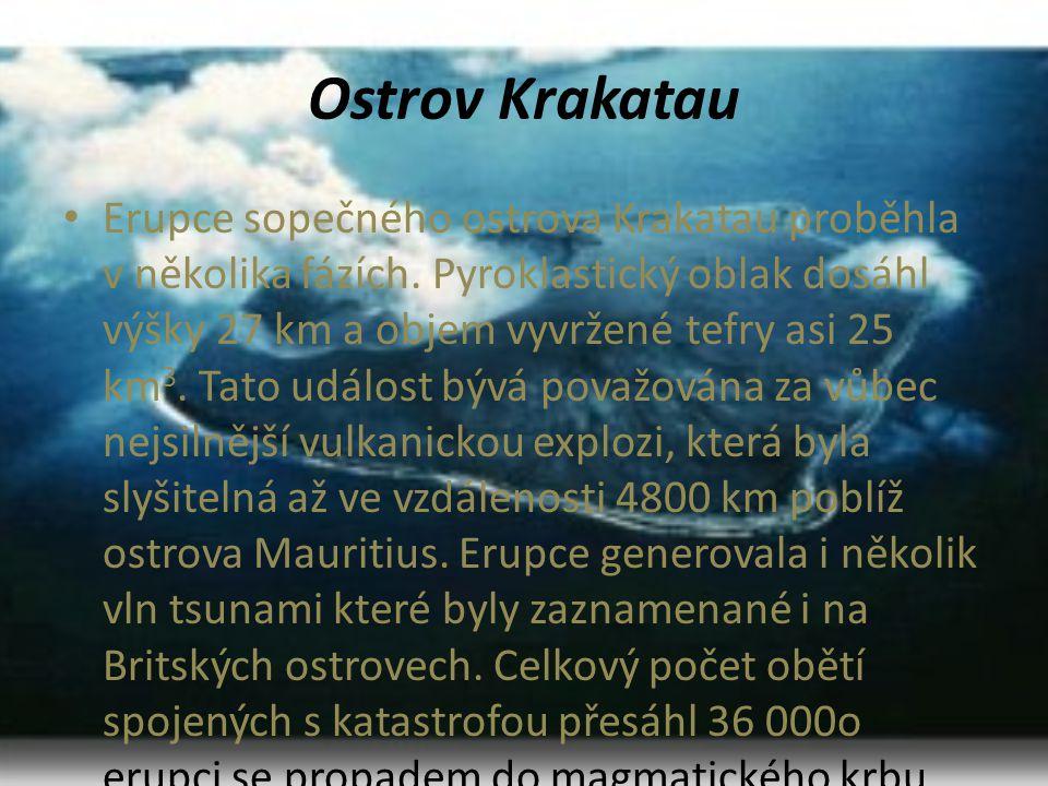 Ostrov Krakatau • Erupce sopečného ostrova Krakatau proběhla v několika fázích. Pyroklastický oblak dosáhl výšky 27 km a objem vyvržené tefry asi 25 k