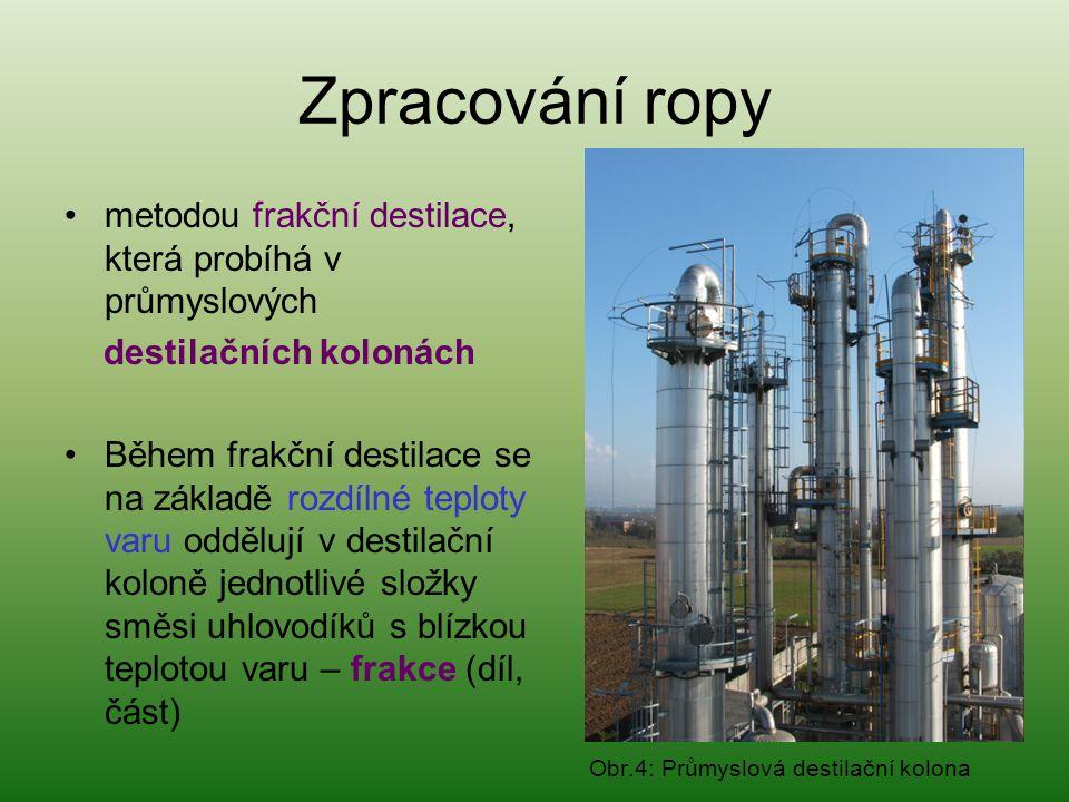 Zpracování ropy •metodou frakční destilace, která probíhá v průmyslových destilačních kolonách •Během frakční destilace se na základě rozdílné teploty