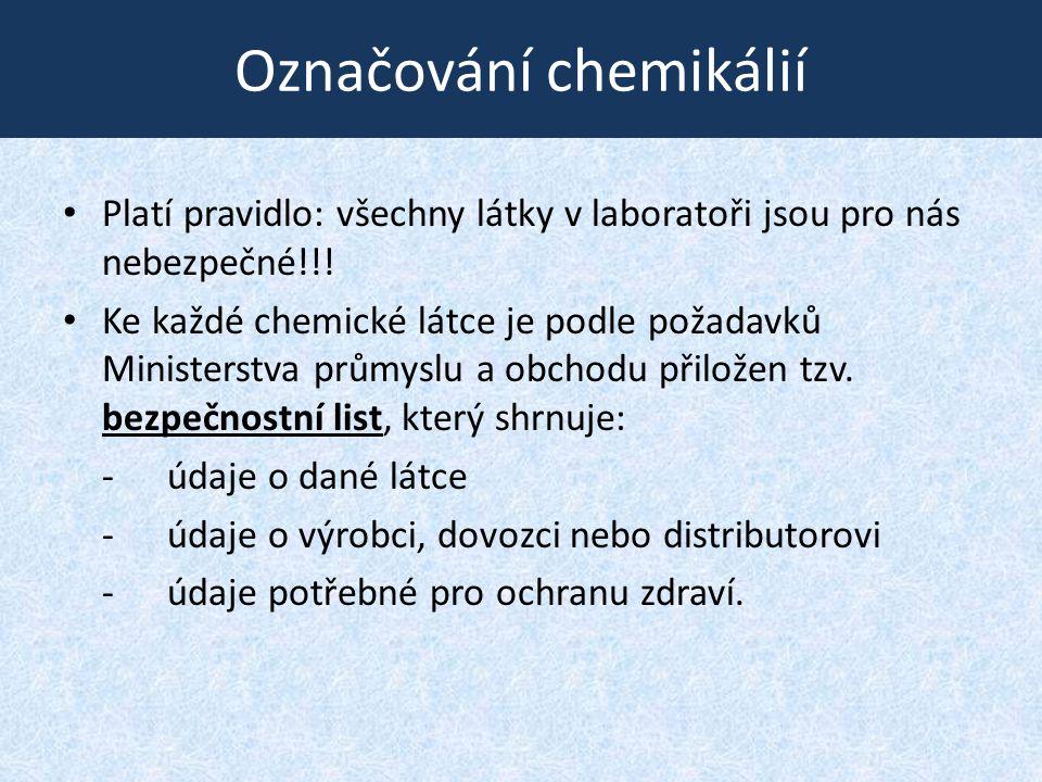 Označování chemikálií • Platí pravidlo: všechny látky v laboratoři jsou pro nás nebezpečné!!! • Ke každé chemické látce je podle požadavků Ministerstv