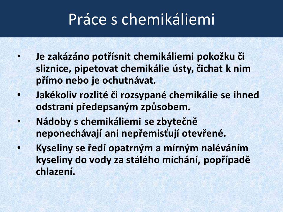 Práce s chemikáliemi • Je zakázáno potřísnit chemikáliemi pokožku či sliznice, pipetovat chemikálie ústy, čichat k nim přímo nebo je ochutnávat. • Jak