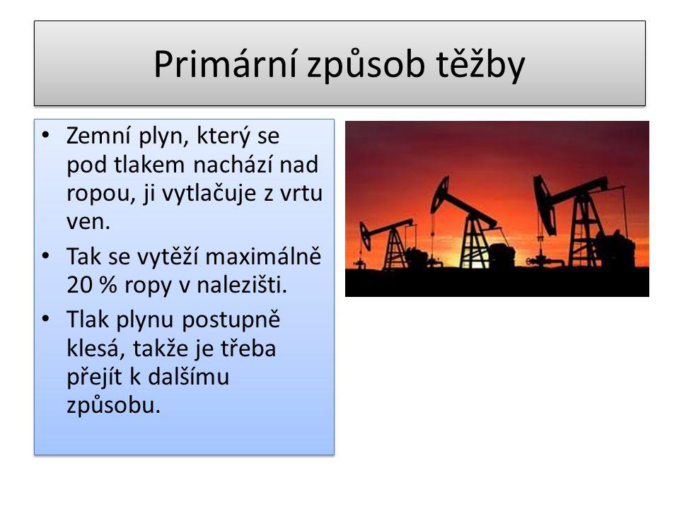 Primární způsob těžby • Zemní plyn, který se pod tlakem nachází nad ropou, ji vytlačuje z vrtu ven. • Tak se vytěží maximálně 20 % ropy v nalezišti. •