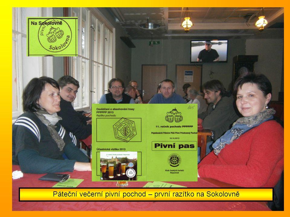 Páteční večerní pivní pochod – první razítko na Sokolovně