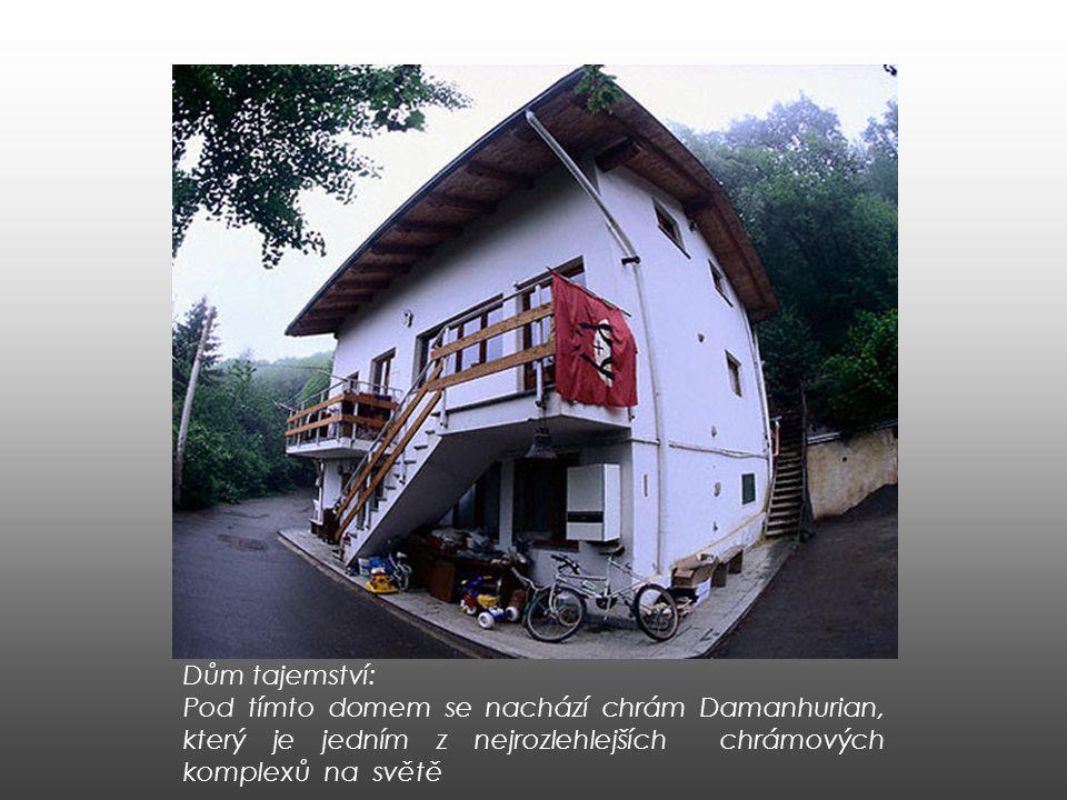 Dům tajemství: Pod tímto domem se nachází chrám Damanhurian, který je jedním z nejrozlehlejších chrámových komplexů na světě
