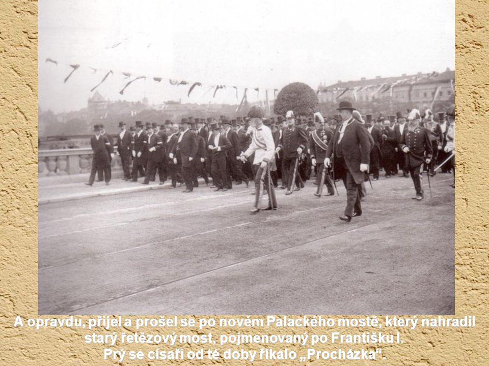 Ferdinandova (Národní) třída v roce 1907. Oslava 1. Máje to asi nebyla, pravděpodobně se vítal mocnář, císař Franz Josef 1.