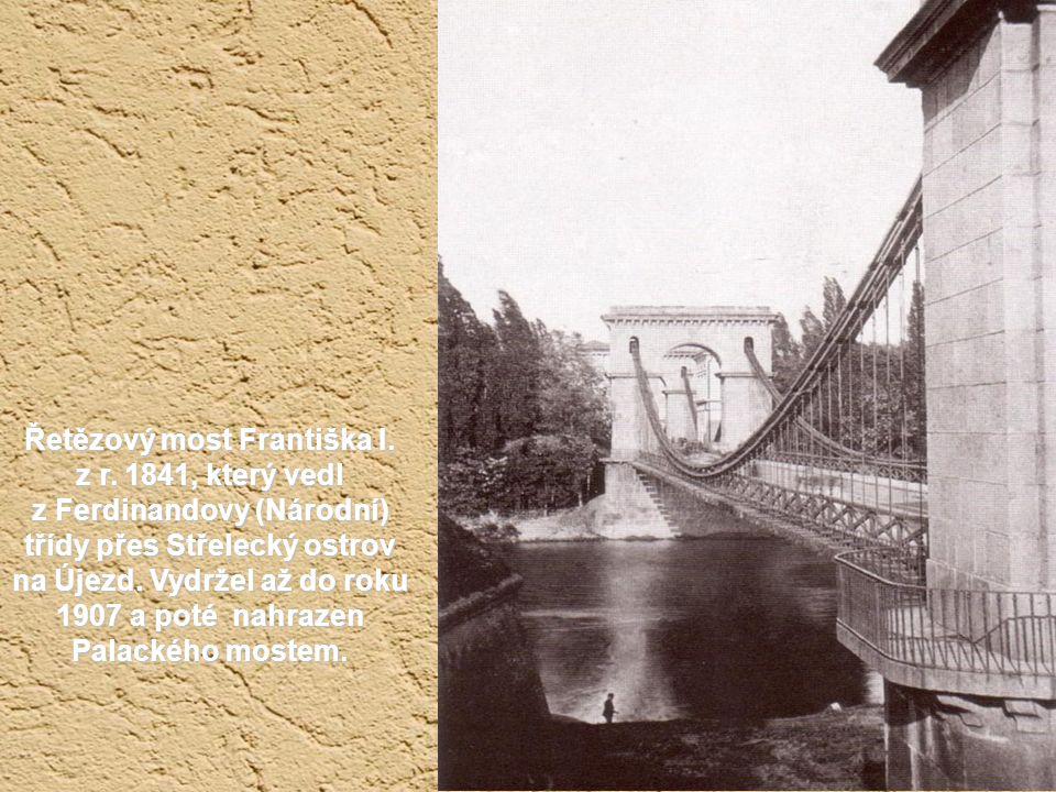 Na Malostranském náměstí stála kdysi socha maršálka Radeckého. Prý nejhezčí socha ve střední Evropě. Hurávlastenectví ji po roce 1918 odstranilo a dal