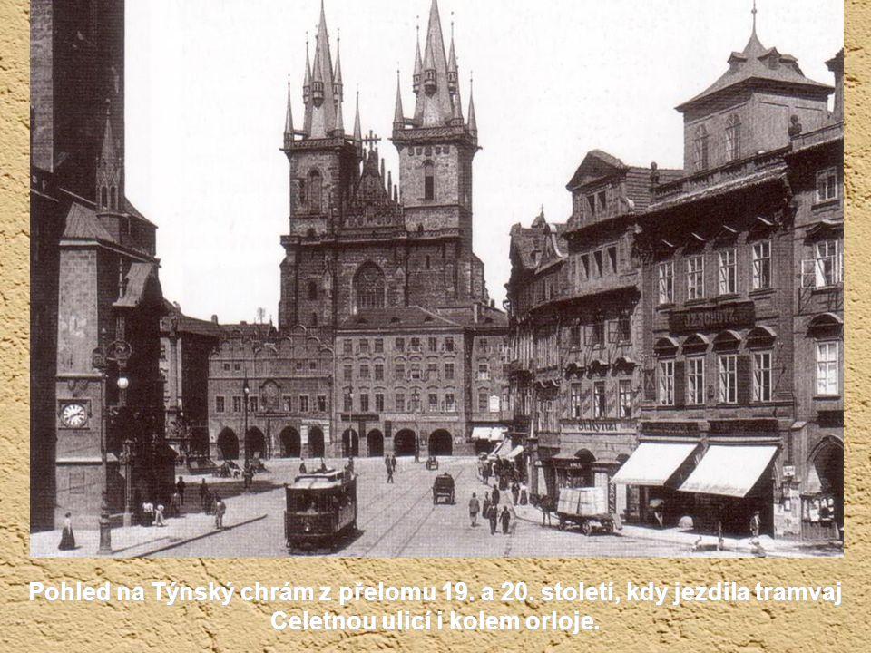 Staroměstské náměstí s Krennovým domem zbouraným r. 1902, který překážel nově vznikající Pařížské třídě. Odkryl se tak pohled na chrám sv. Mikuláše. V