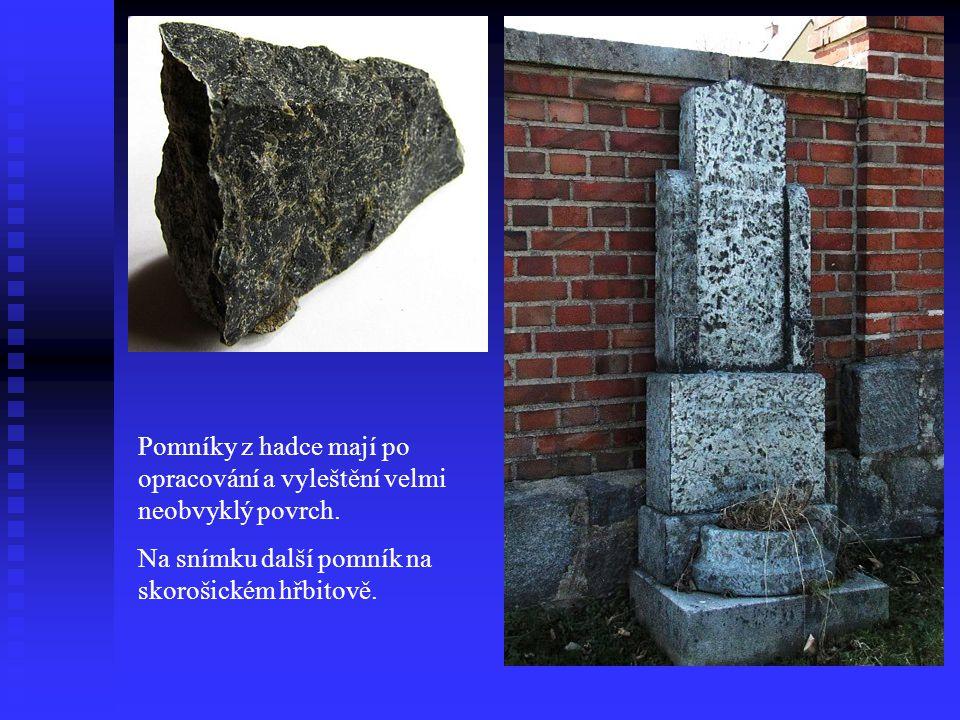 Pomníky z hadce na žulovském a skorošickém hřbitově