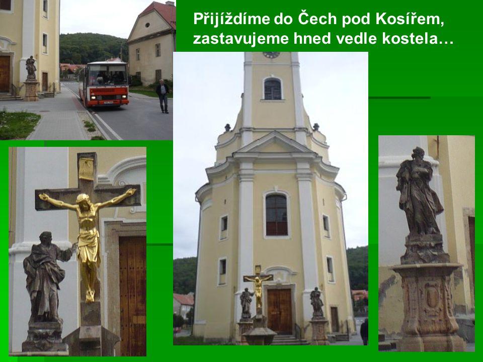 Přijíždíme do Čech pod Kosířem, zastavujeme hned vedle kostela…