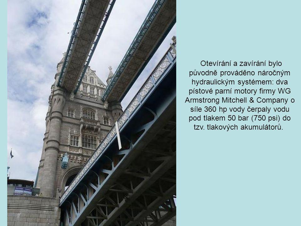 Tower Bridge je 244 m dlouhý, výška mostních věží je 65 metrů. Vozovka mezi věžemi měří 61 m, vede devět metrů nad řekou, most pro pěší je ve výšce 43