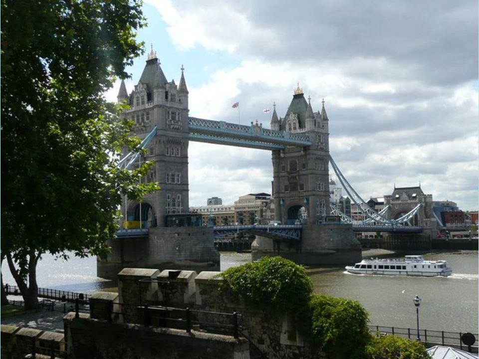 Tower Bridge je jednou z nejnavštěvovanějších lokalit hned po Big Ben