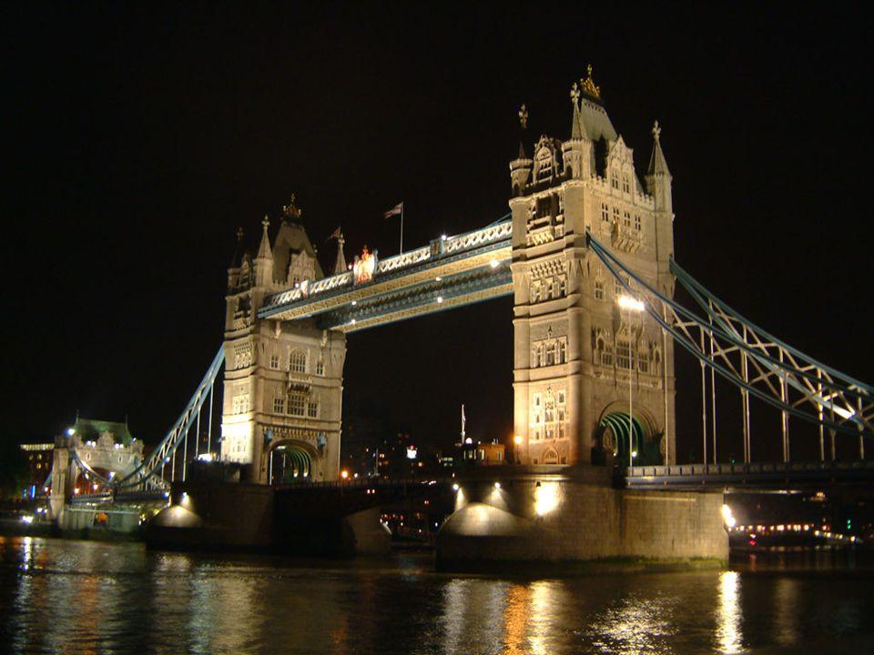 Noční osvětlení mostu.