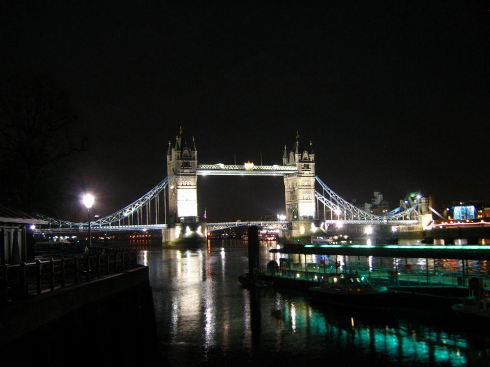 V letech 1909 - 1982 byl Tower Bridge pro chodce uzavřen, protože most se stal, bohužel, oblíbené místo pro sebevrahy, kteří se z něj vrhali do Temže.