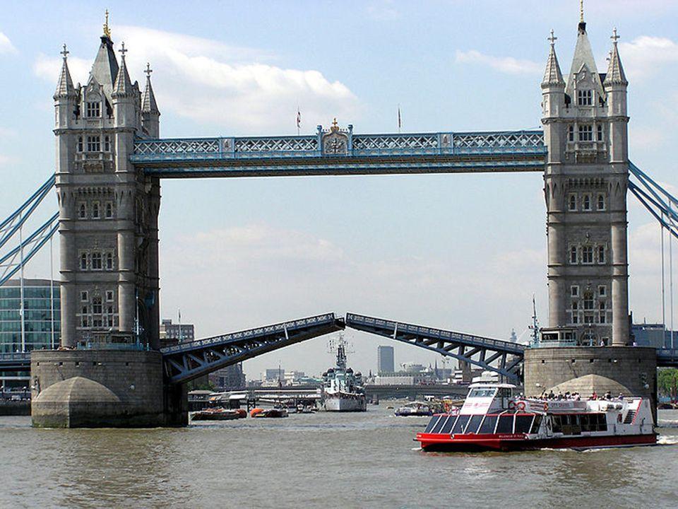 Tower Bridge je zvedací most v Londýně nad řekou Temží. Vedle něj stojí pevnost Tower, podle níž se jmenuje. Někdy se nesprávně označuje jako Londýnsk