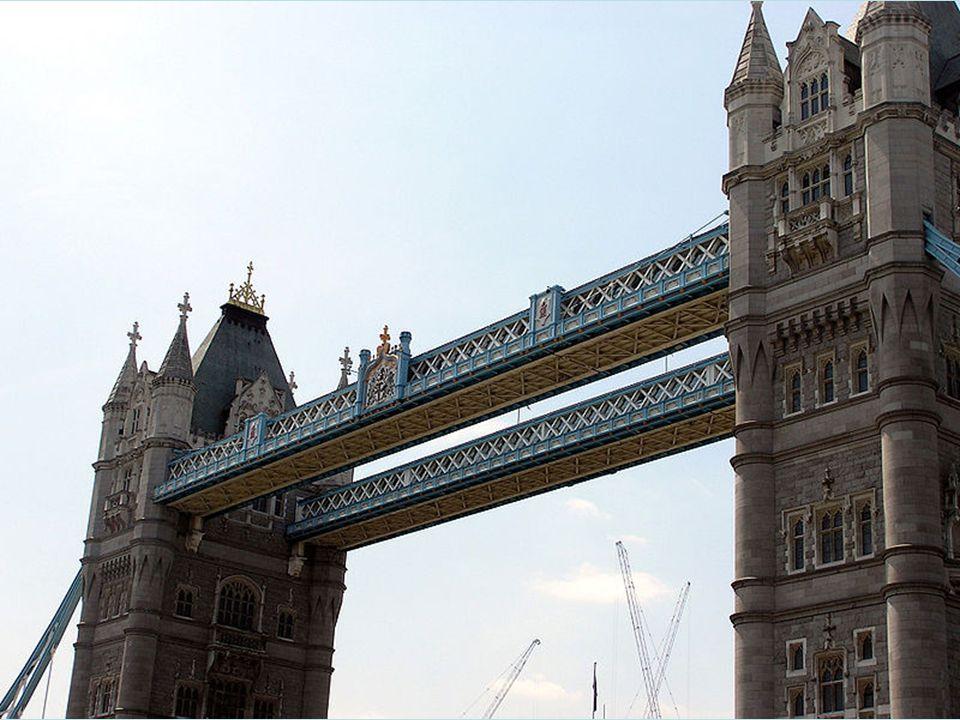 Stavba mostu započala roku 1886 a trvala 8 let. Na práci se podílelo 5 hlavních dodavatelů a 432 dělníků. Na podporu stability mostu byly na říční dno