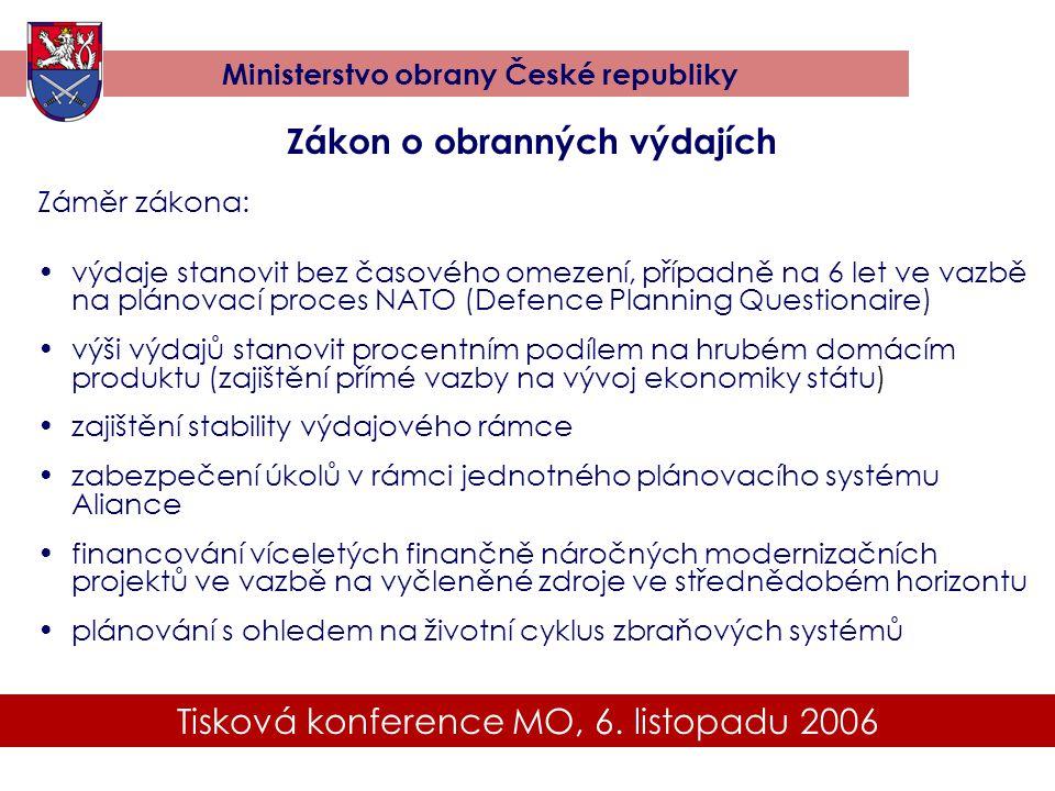 Tisková konference MO, 6. listopadu 2006 Ministerstvo obrany České republiky Zákon o obranných výdajích Záměr zákona: •výdaje stanovit bez časového om
